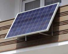 Das Balkonkraftwerk SUNpay 300 von SUNSET lässt sich normkonform anschließen und reduziert die Stromrechnung