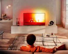 Bietet ein einzigartiges Film- und Serienerlebnis - der 43 Zoll AmbilightTV 43PUS7805/12 von Philips