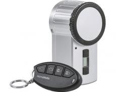 Das KeyMatic HomeMatic Türschlüss kommt mit einer praktischen Funk-Steuerung daher