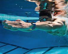 Viele Fitbit Fitness-Tracker eignen sich auch zum Schwimmen