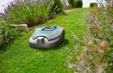 Sorgt für perfekten Rasen und neidische Blicke von den Nachbarn: Mähroboter GARDENA smart SILENO+ Set