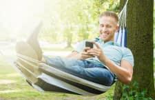 Wer einen Mähroboter hat, kann seine Freizeit entspannt genießen