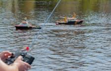 Ein Boot mit Fernsteuerung verspricht lang anhaltenden Spielspaß