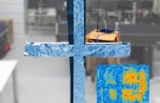 Das WLAN-Hologramm rekonstruiert das Aluminium-Kreuz