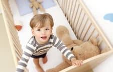 Ein Babyphone informiert die Eltern, wenn der Nachwuchs aufgewacht ist