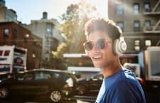 Blendet Umgebungsgeräusche aus: Bluetooth-Kopfhörer JBL E65BTNC