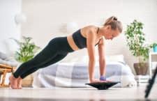 Ein Balance Board kann durch Gleichgewichtstraining helfen Verletzungen vorzubeugen