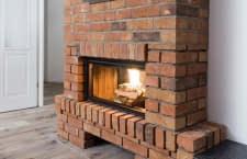 Mit einem Kohlenmonoxid Melder lässt sich das Feuer im Kamin sicher genießen