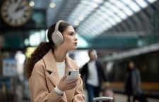 Dank einer aktiven Geräuschunterdrückung können Außengeräusche reduziert werden